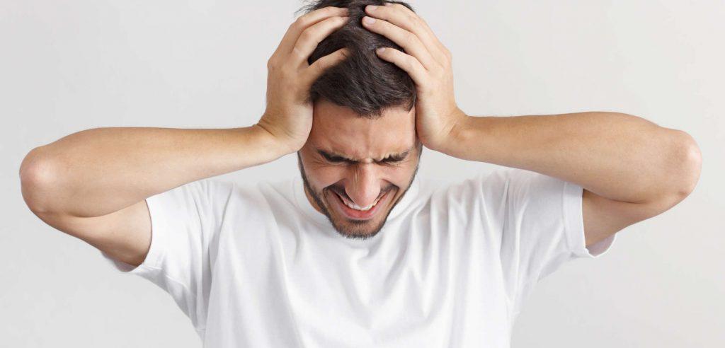 Chcete vedieť, čo pomáha na migrénu? Tu sú príčiny, prejavy aj 4 možnosti riešenia