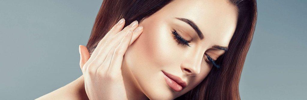 Čo pomáha na lupiny vo vlasoch a čo je dobré použiť na mastné a čo na suché lupiny
