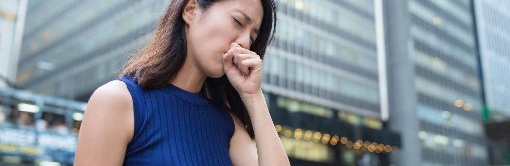 Chcete vedieť, čo je dobré a čo zaberá na suchý kašeľ? Nielen lieky vám vedia pomôcť