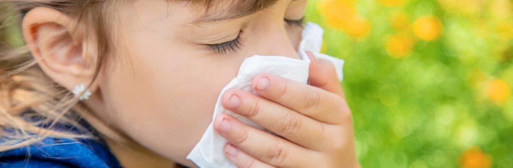 Máte kašeľ z alergie? Pozrite sa, čo je dobré na alergický kašeľ a čo pomáha u detí