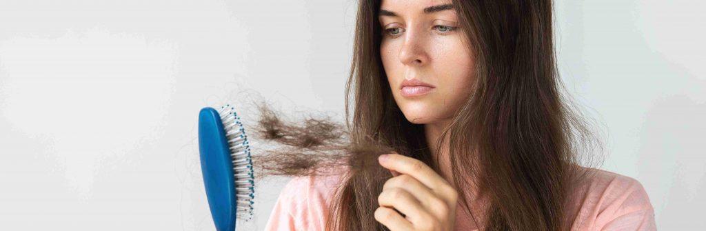 Máte riedke vlasy a neviete, ako na ne? Tu je 6 rád, čo pomáha a čo je na ne dobré