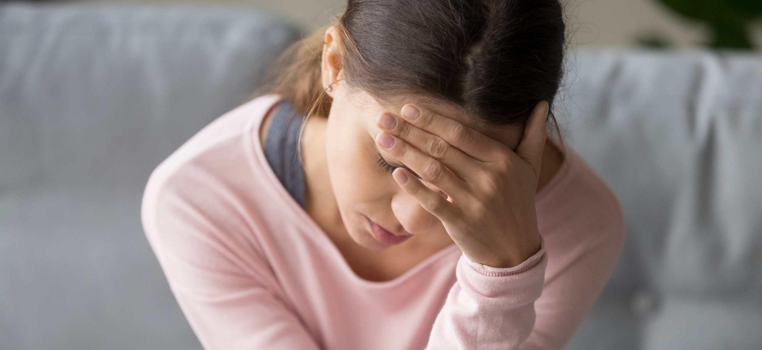 Tipy, čo pomáha na nevoľnosť, ako na ňu a čo si dať po jedle, zo stresu či  v autobuse