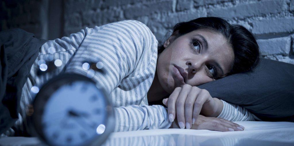 Trápi vás dlhé alebo ťažké zaspávanie? Tu sú skúsenosti, čo pomáha a čo je najlepšie