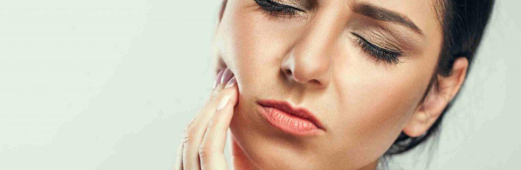 Čo najlepšie pomáha na bolesť zubov? 6 tipov, ako na ňu, čo si dať a čo určite zaberá
