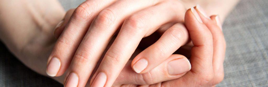 Čo pomáha a čo je dobré na lámavé nechty a ako na ne pôsobiť prirodzene a dlhodobo