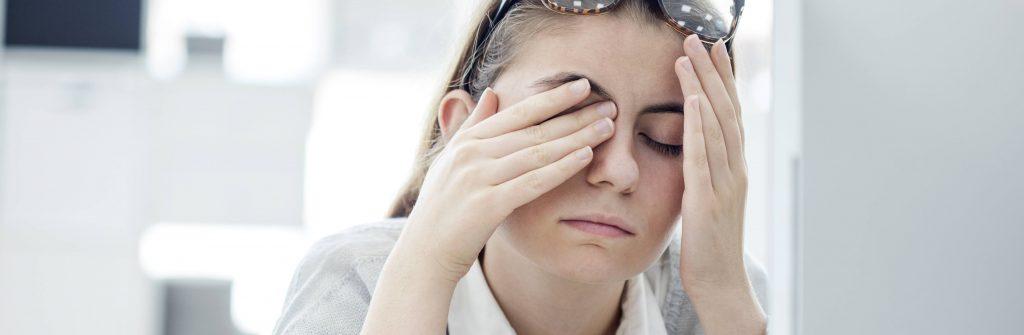 Trápi vás slzenie očí? Tu sú odpovede na to, čo ho spôsobuje a čo naň najlepšie pomáha