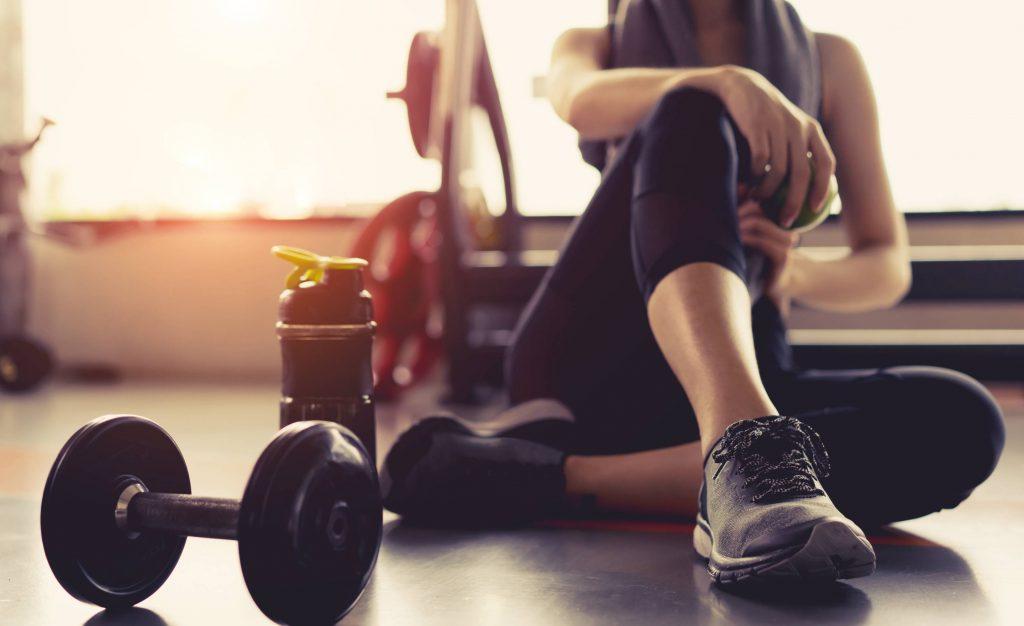 Tu sú najúčinnejšie a najlepšie cviky na chudnutie doma pre mužov aj pre ženy