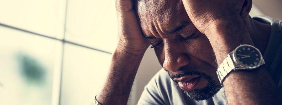 Čo pomáha na bolesť hlavy? Tipy, čo je dobré pri chrípke aj na opicu po alkohole