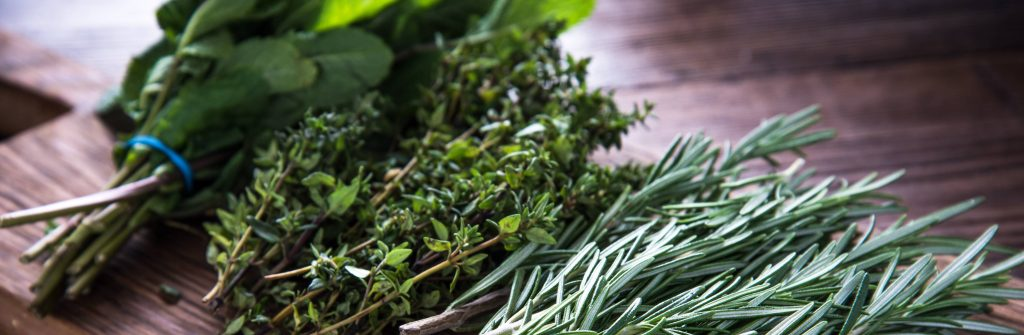 Aké bylinky, lieky, obklady či masti sú najlepšie na zápal žíl pod kolenom a na nohách?