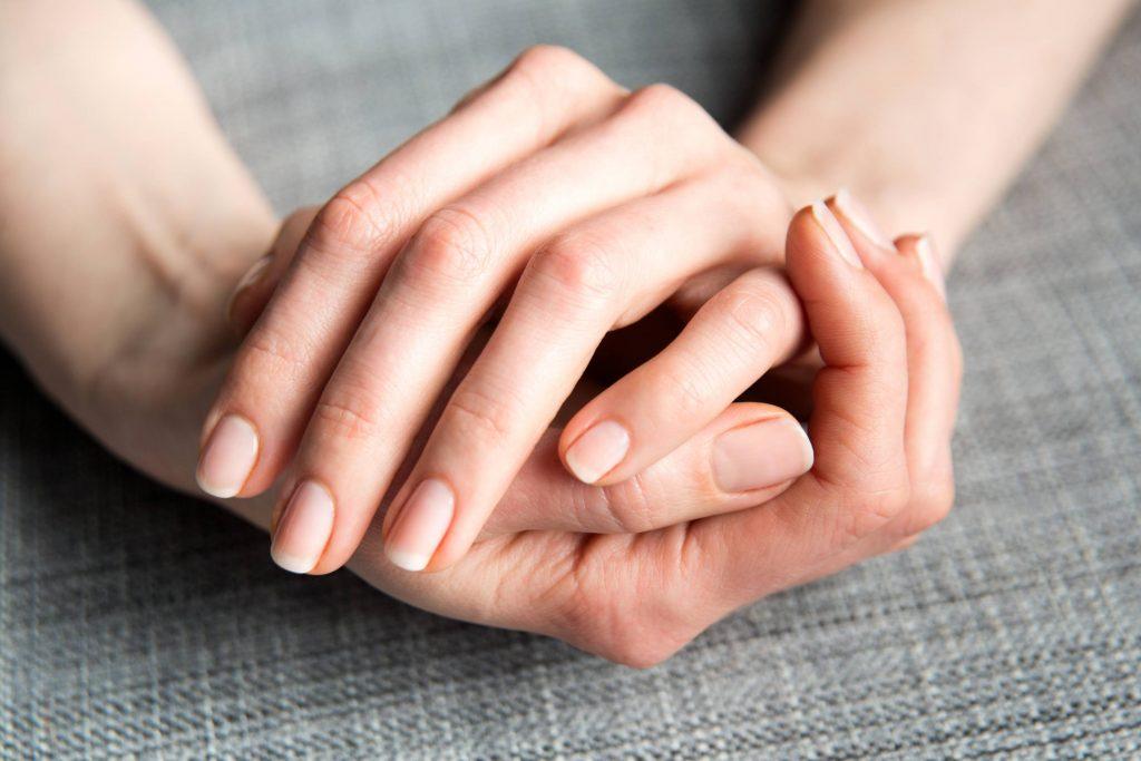 Bradavice na nohách, rukách, krku, tvári aj hlave vedia potrápiť. Aká je ideálna liečba?