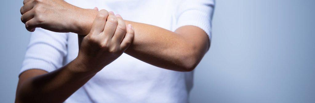 Modriny môžu byť na nohách, bruchu, rukách, chrbte aj tvári. Aká je najlepšia liečba?