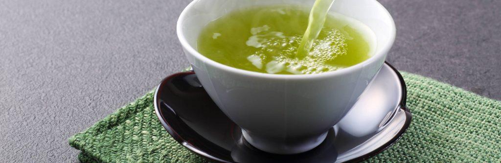 Zelený čaj: Pozitívne, nežiaduce aj negatívne účinky, vplyv na chudnutie a dávkovanie