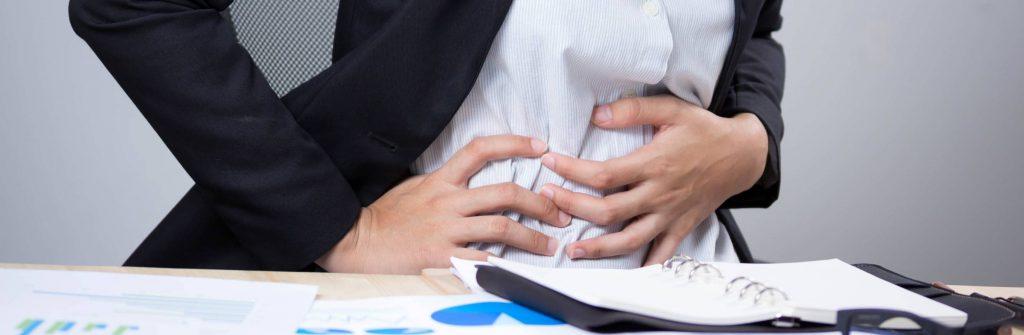 Čo znamená bolesť brucha na ľavej či pravej strane, nad pupkom alebo okolo pupka?