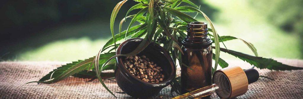 Konopný olej: Účinky na zdravie, skúsenosti, dávkovanie a možné nežiaduce účinky