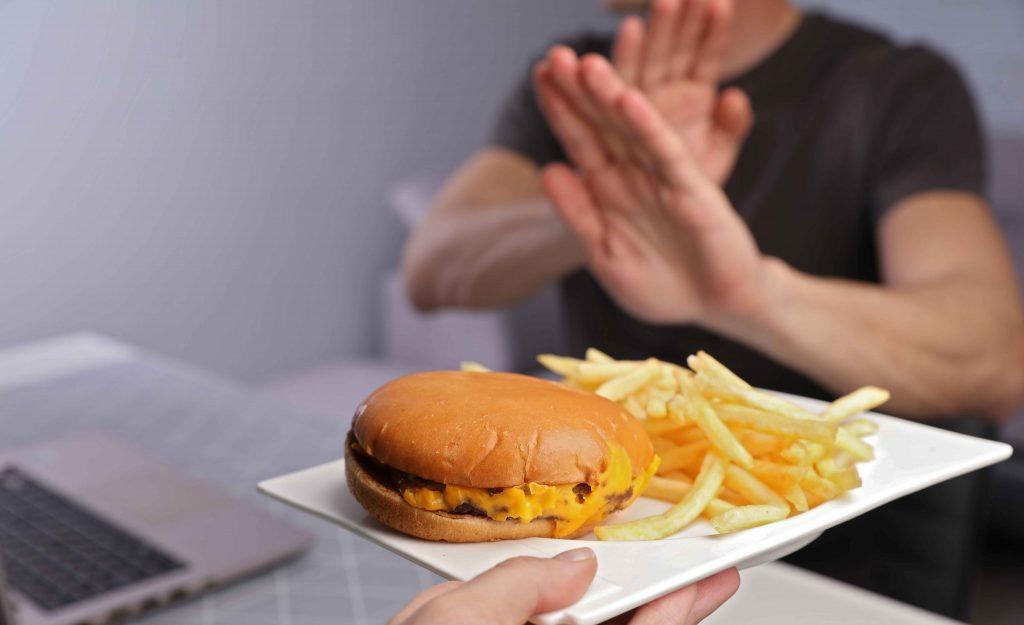 Čo sú najviac nezdravé jedlá a potraviny a ako vplýva stravovanie na nadváhu a obezitu