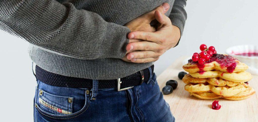 Čo pomáha na prejedanie sa, aké má príznaky, aké sú následky a tipy na rýchlu pomoc