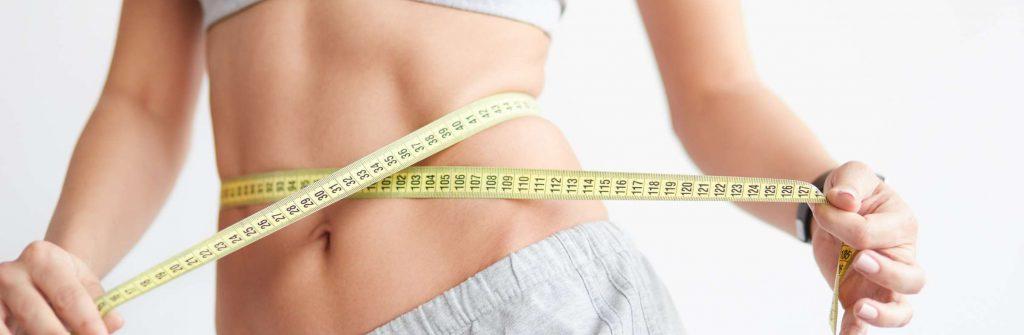 Chudnutie z bokov zaujíma ženy aj mužov, tu sú najlepšie cviky aj tipy na jedálniček