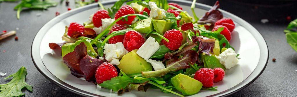 12 overených tipov na zdravé a diétne ovocné aj zeleninové šaláty na chudnutie
